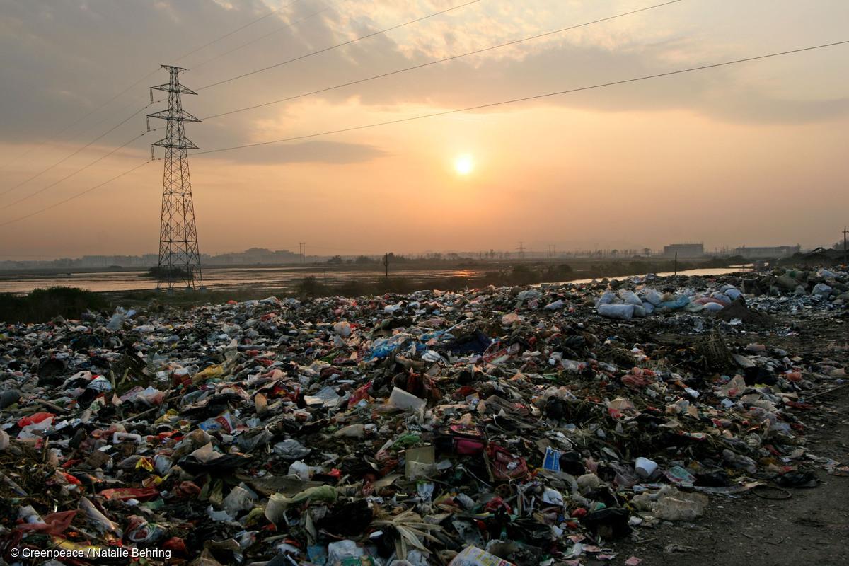 """中国限制进口""""洋垃圾""""或将撼动全球垃圾贸易体系"""